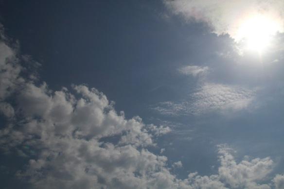 Bli av med molnen som skymmer solen.