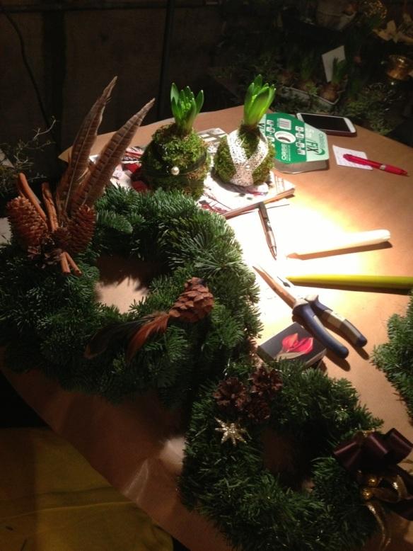 Kransbindar och julgruppskväll i växthuset